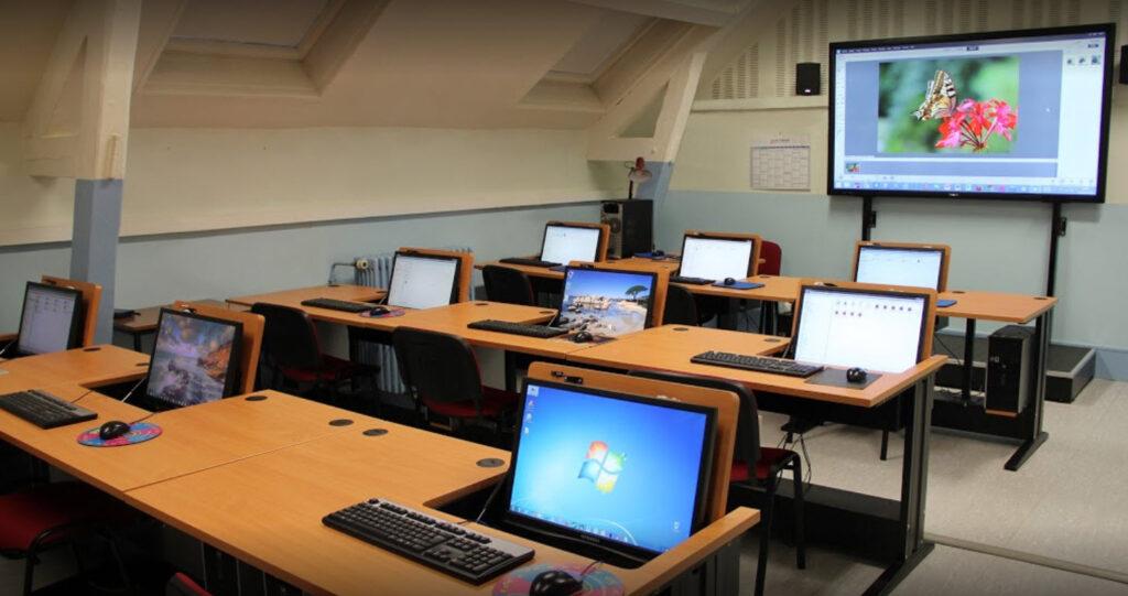 Salle principal du club informatique de saint priest en jarez